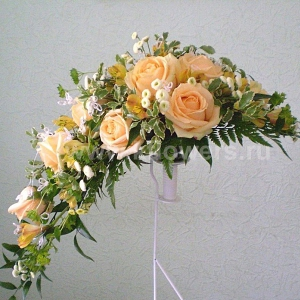 Букет невесты каскадный 21