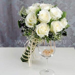 Букет для крупной невесты из пионовидных роз — img 3