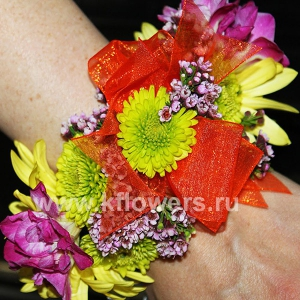 Браслет из цветов 33