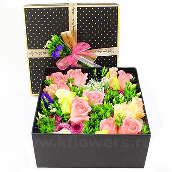 Композиция цветов в коробке