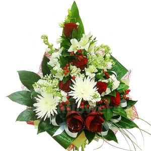 Букеты из живых цветов каскадные