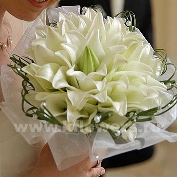 букет из гербер, гвоздики и роз