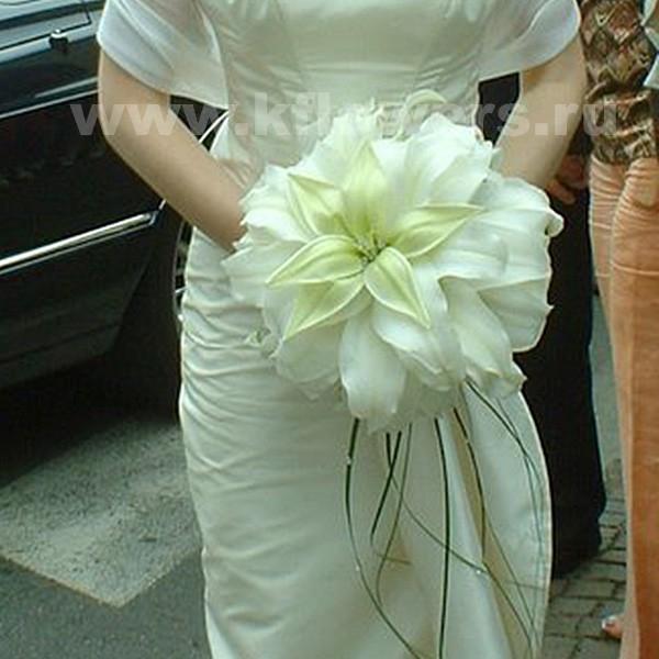 Роскошный букет невесты круглый из цветов лилии, круглосуточно