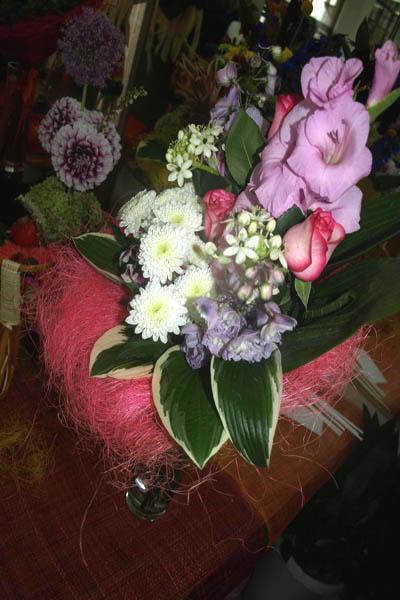 Волшебный каскад из гладиолуса, хризантем, орнитогалумов