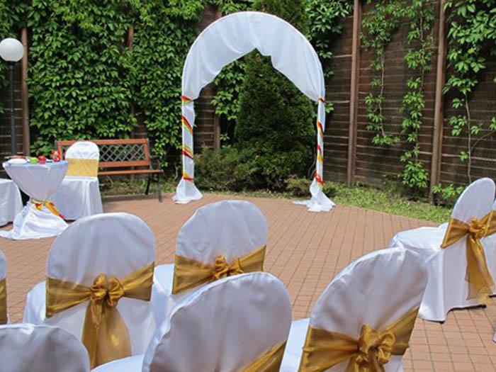 Впечатляющая свадебная арка, созданная флористами из Королевского Цветка