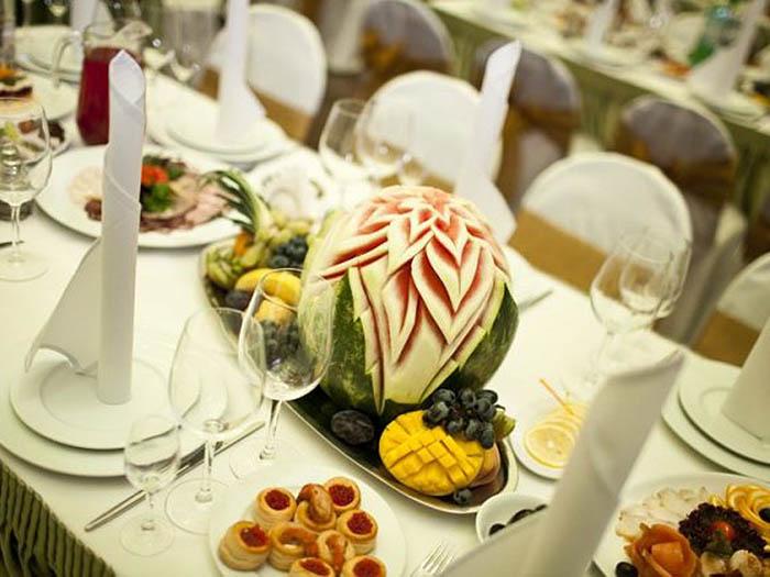Клуб привлекает изысканной кухней и превосходным обслуживанием