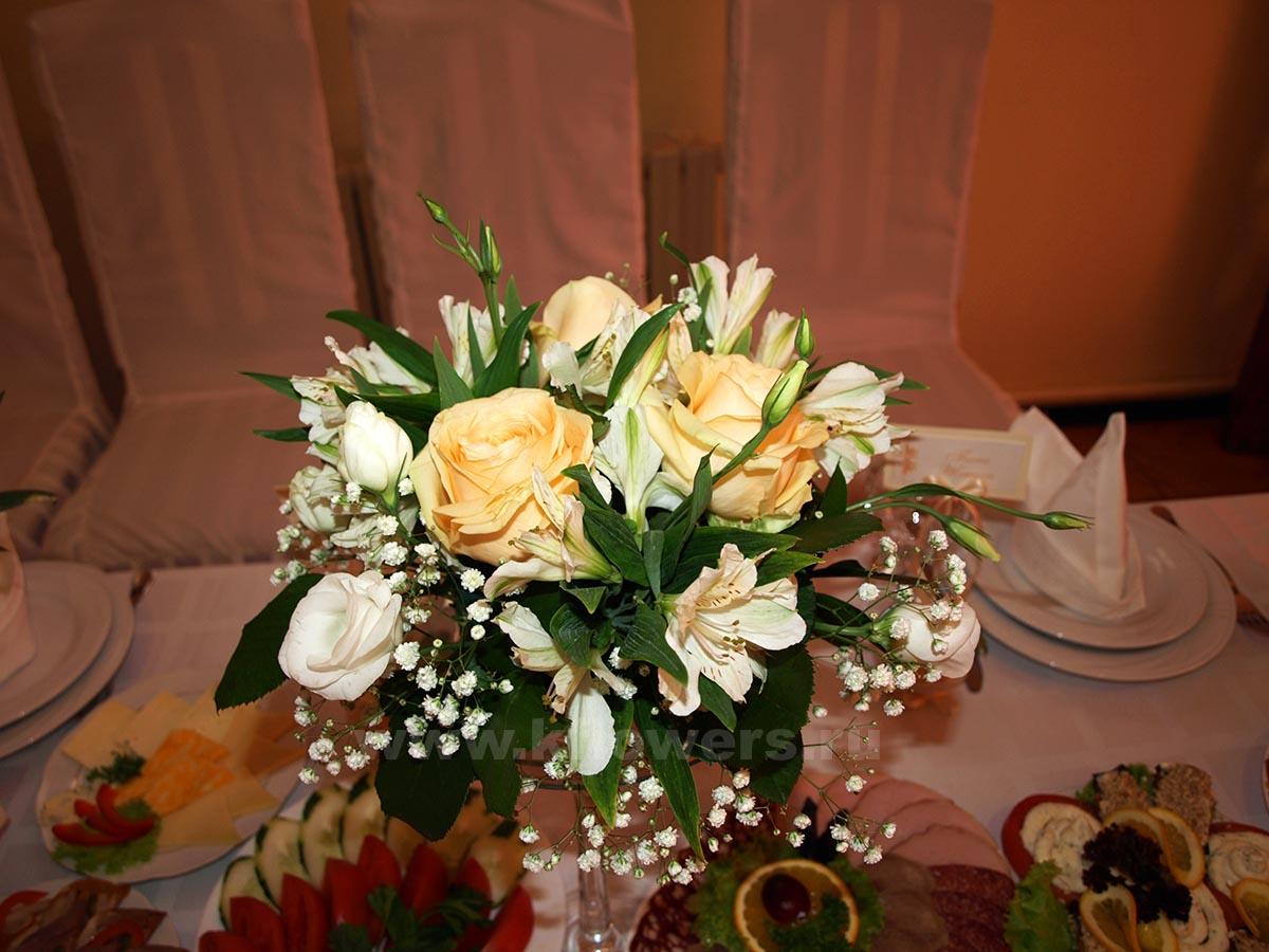 Оформление живыми цветами свадьбы фото