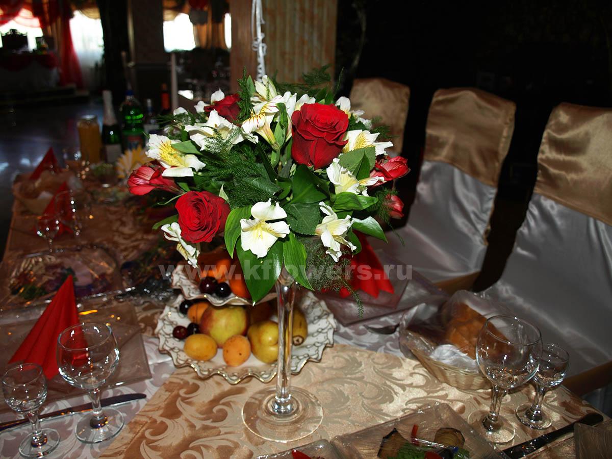 Цветы на праздничный стол - способ выразить симпатию и гостеприимство