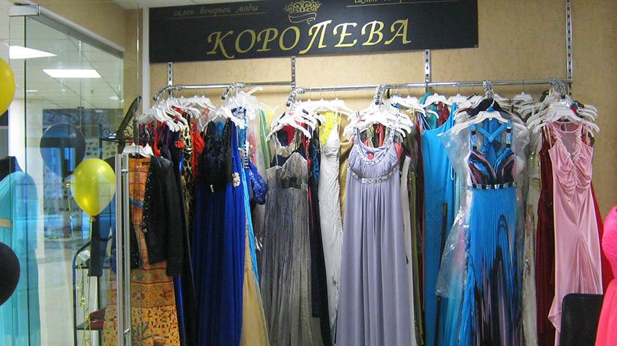 Салон вечерней моды предлагает платья разного стиля, силуэта, цвета