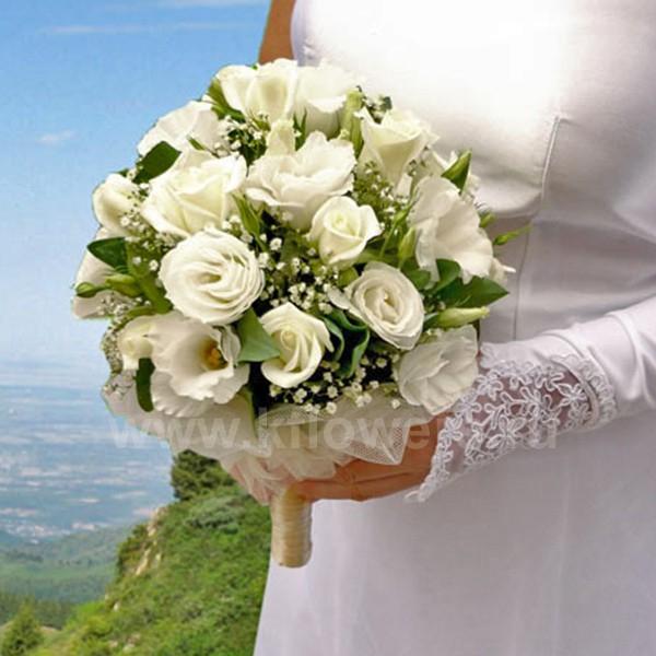 Белый букет невесты в подарок от компании Королевский Цветок