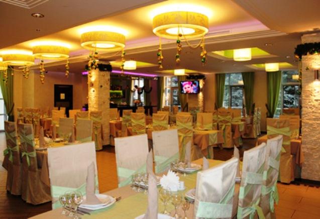 Эффетный дизайн банкетного зала ресторана Вишневый Сад