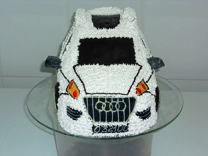 Чудесный торт с намеком на приобретение престижного авто