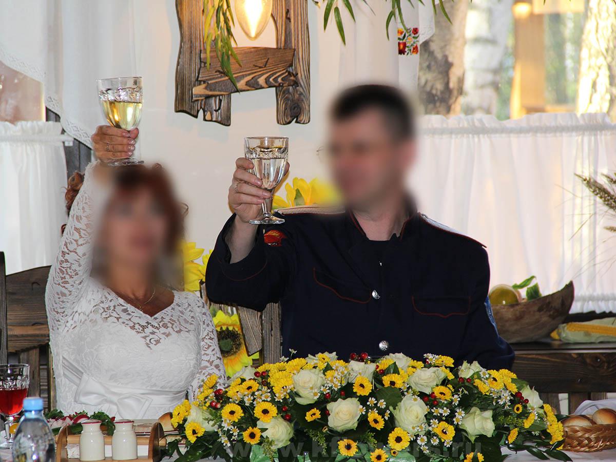 Бюджетное оформление свадебного зала может быть изысканным и эффектным