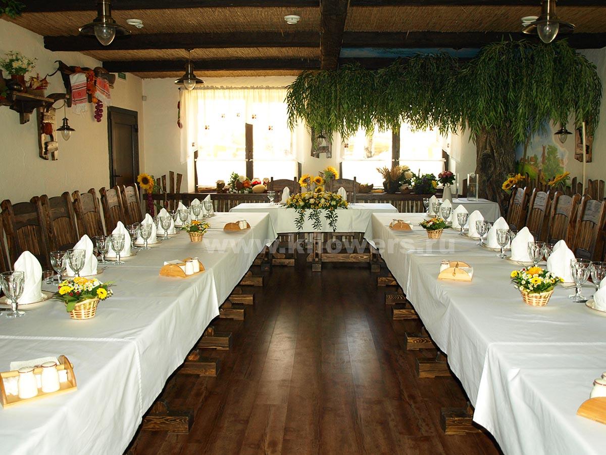 Композиционное решение декора свадебного зала в ресторане Украинский Двор