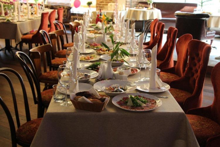 Сотрудники ресторана помогут составить меню для свадьбы с любым бюджетом