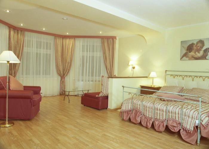 В номерном фонде гостиницы номера разного уровня комфортности