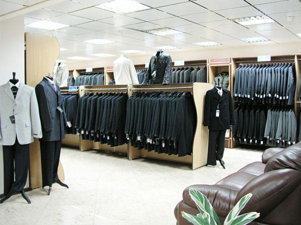 В магазинах компании Сударь быстро подберут костюм на свадьбу