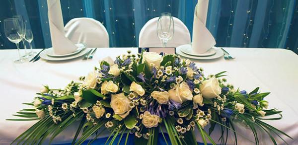 Украшение цветами свадьбы в ресторане Персона Грата