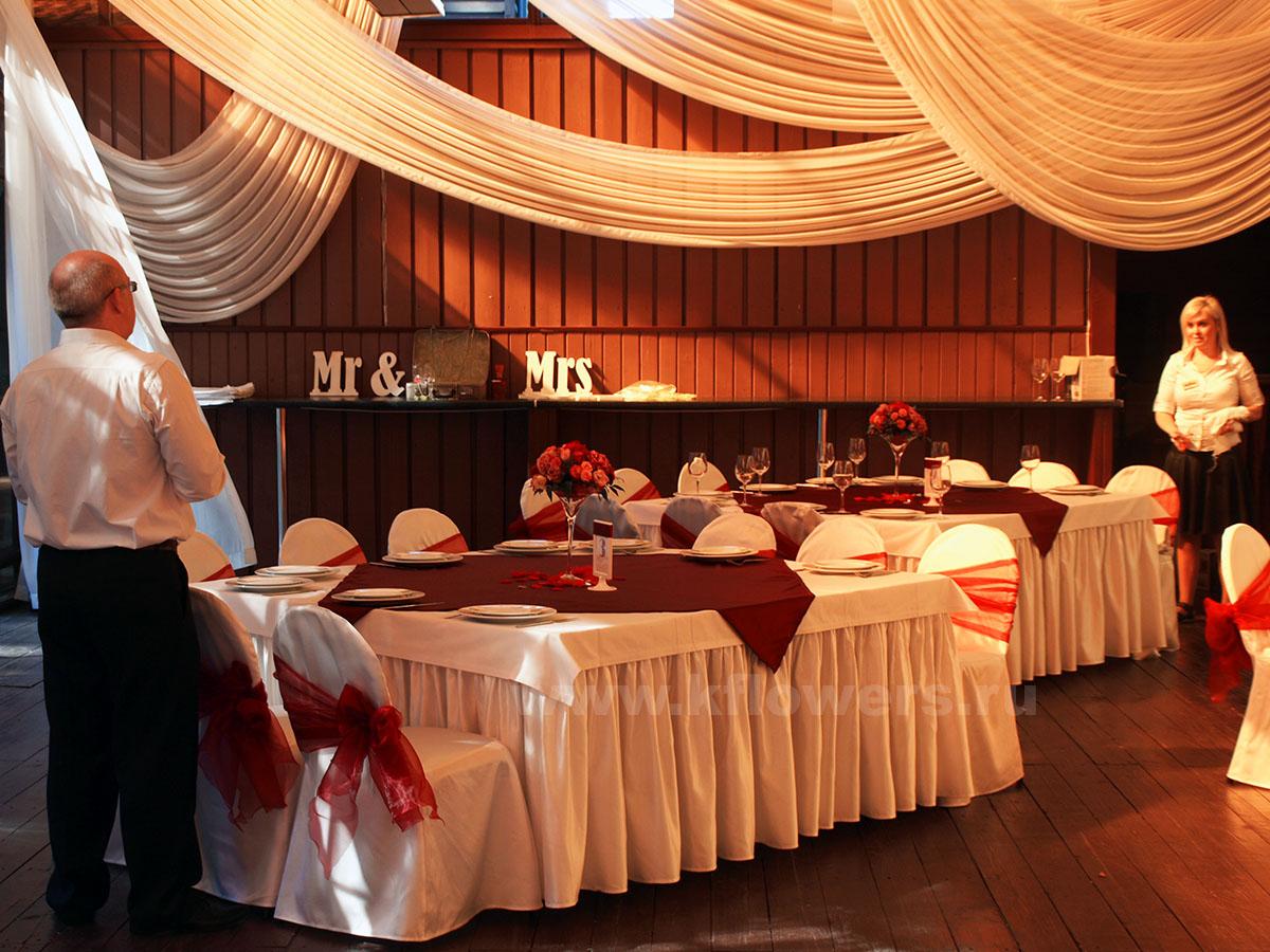 Вариант свадебного дизайна, выполненный на летней веранде ресторана Персона Грата