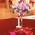Флористическое сопровождение свадьбы на летней веранде ресторана Персона Грата