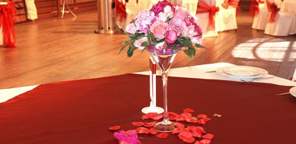 Свадебное оформление летней веранды в ресторане Персона Грата