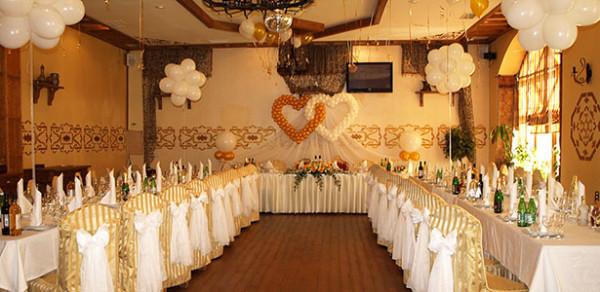 Оформление свадебного зала цветами, шарами, тканями в ресторане Дюшес, Королев