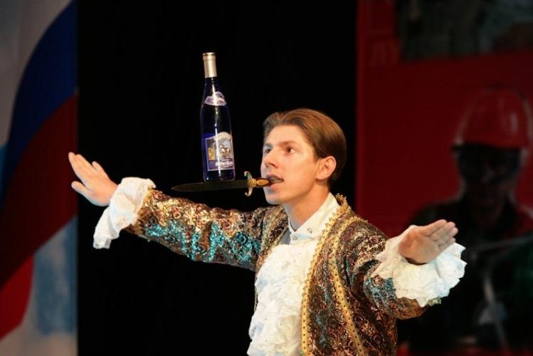 Чудесный номер Glass-Balance в исполнении Андрея Серова, Москва