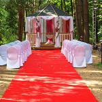 Малиновая свадьба в стиле всемирно известной жостовской росписи