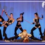 Танцевальное шоу в исполнении группы Ровена как яркий акцент свадебного торжества