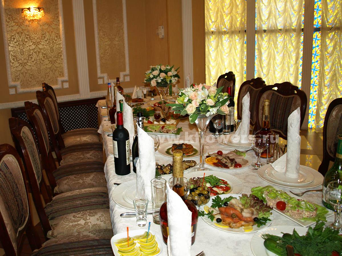 Свадебный дизайн банкетного зала от флористов фирмы Королевский Цветок
