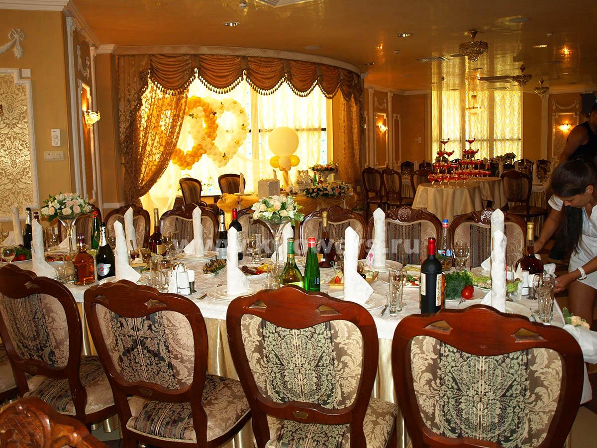 Дворцовый интерьер банкетного зала ресторана Атолл, Королев