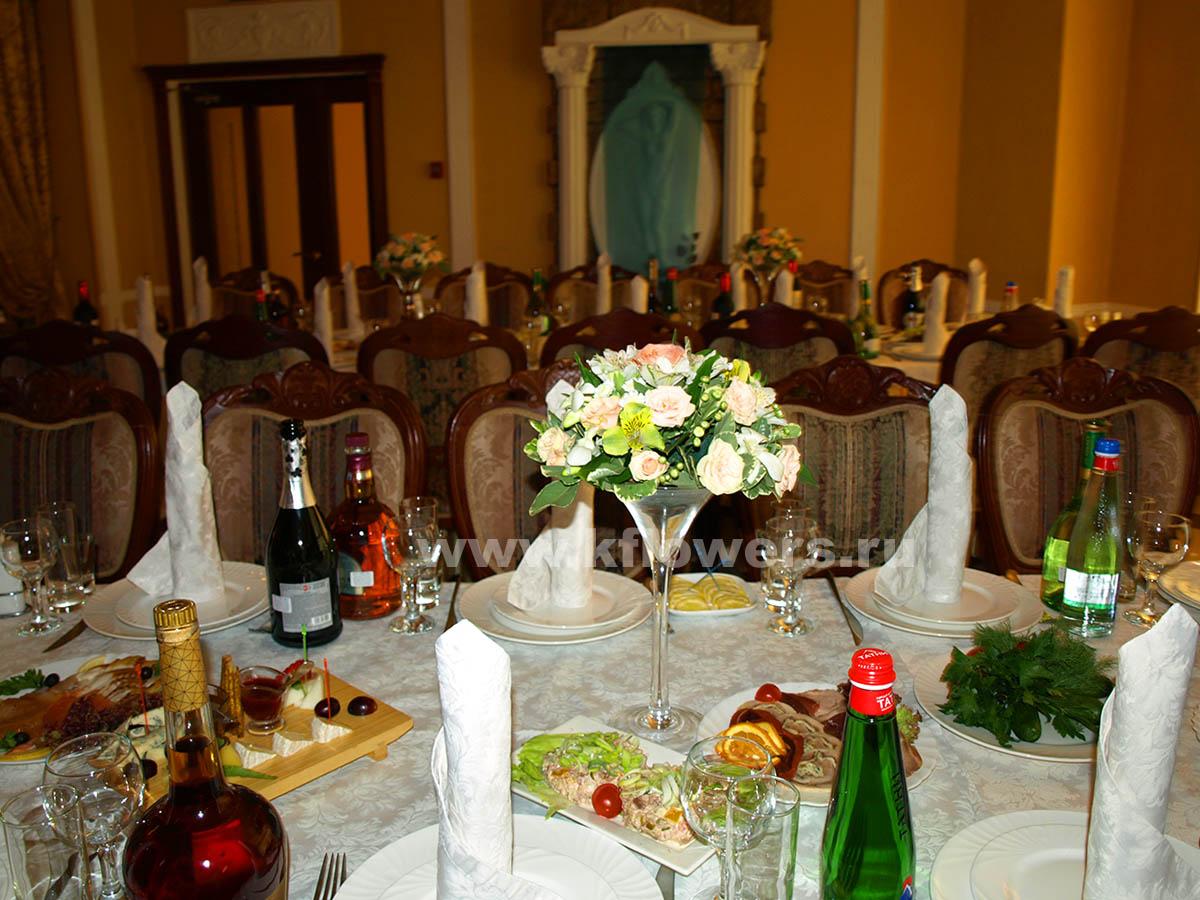 Украшение банкетного зала цветами - 10 композиций в мартиницах