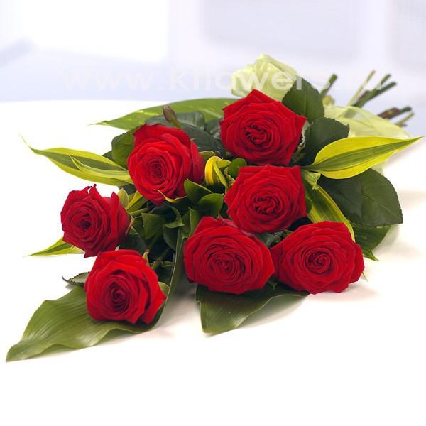 Живые цветы - выражение благодарности за титанический труд и терпение