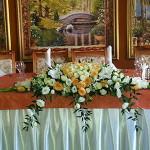 Жизнерадостный дизайн свадьбы Александры и Артема в ресторане Райский Уголок