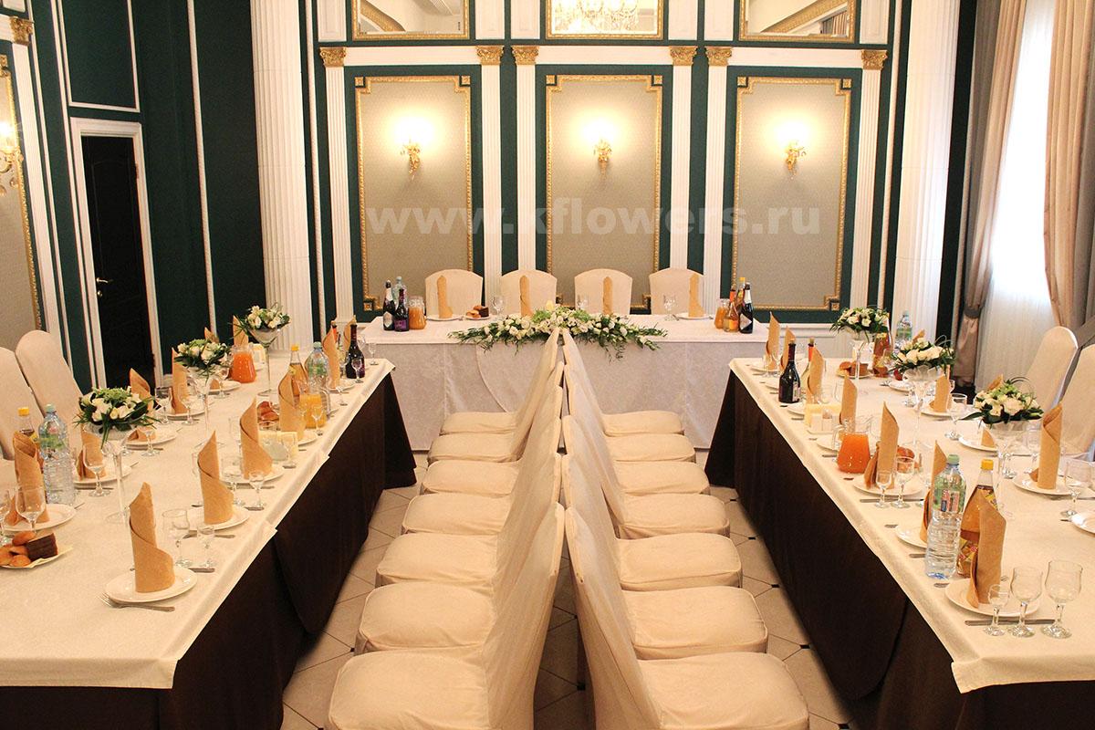 Украшение свадебного зала цветами от компании Королевский Цветок