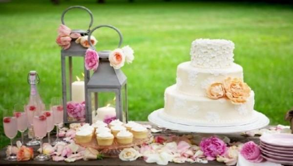 Летняя свадьба: уникальность на фоне толпы