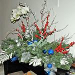 Фантастическое новогоднее оформление камина в столичной частной квартире