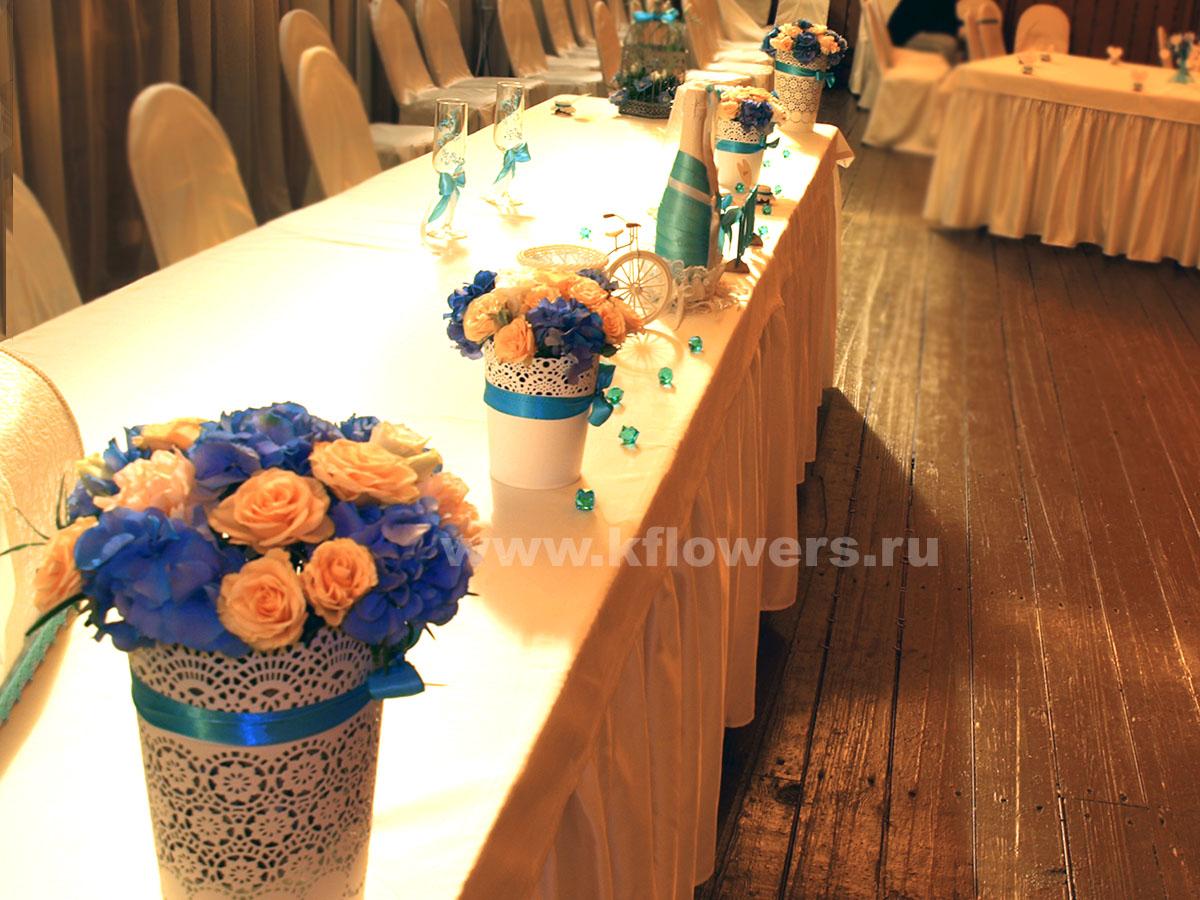 Цветочные шедевры в ведрах: гортензии, эустомы, гвоздики, розы