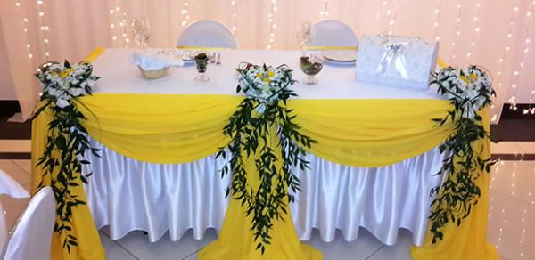 Тема солнечной зимы в свадебном оформлении банкетного зала клуба Персона Грата