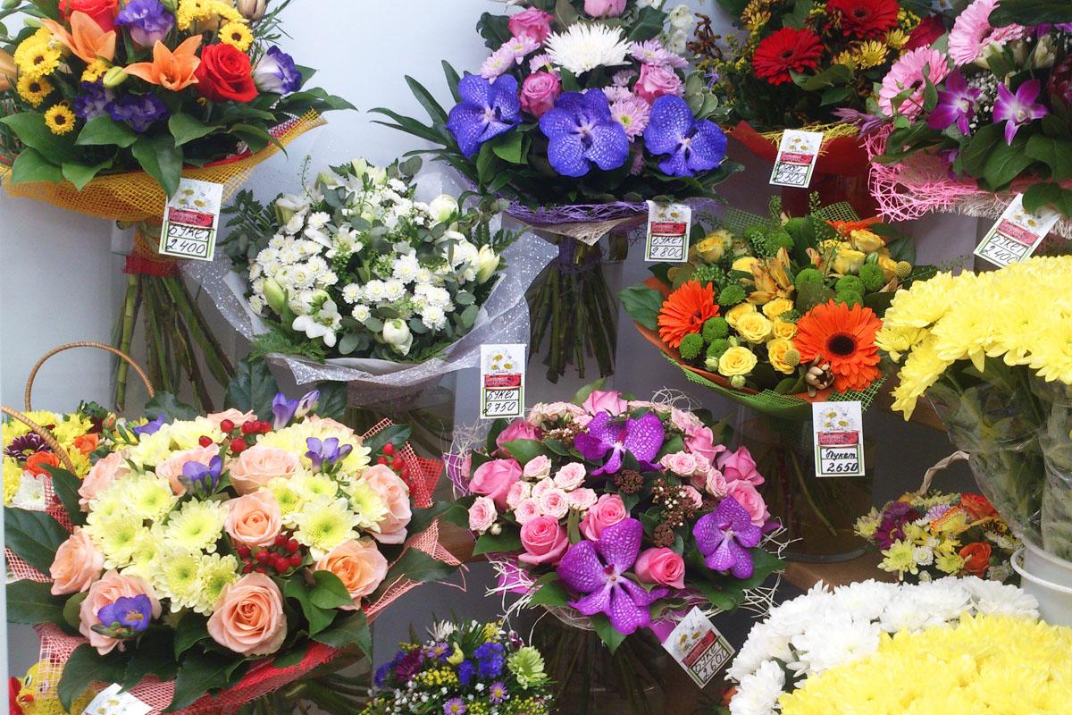 Безусловные лидеры наших продаж - живые цветы и созданные из них композиции