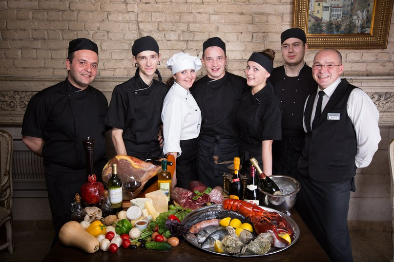 Дружный коллектив ресторана, предлагающего европейский класс и кухню