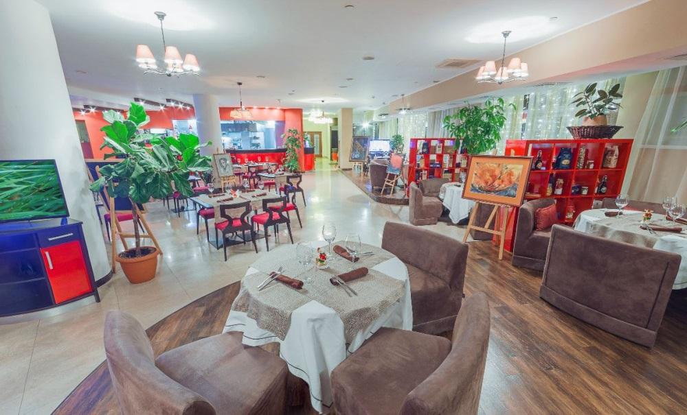 Интерьер ресторана FIL решен в концепции европейской арт-струдии