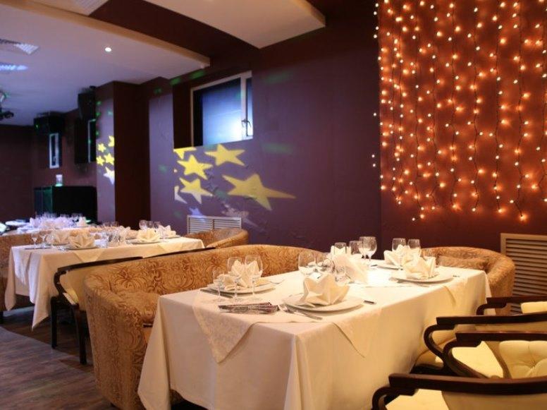 На окраине города в ресторане приятно отдохнуть от городской суеты