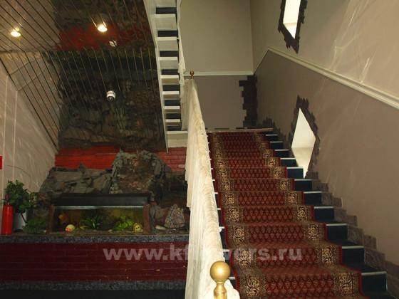 Популярный в Подмосковье ресторан-клуб Стрелец занимает два этажа