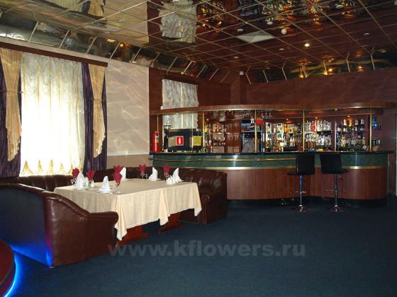 Залы ресторана арендуют для проведения свадеб, юбилеев, выпускных, корпоративов