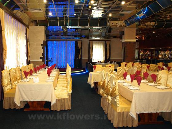 Основной зал ресторана рассчитан на обслуживание 250 персон