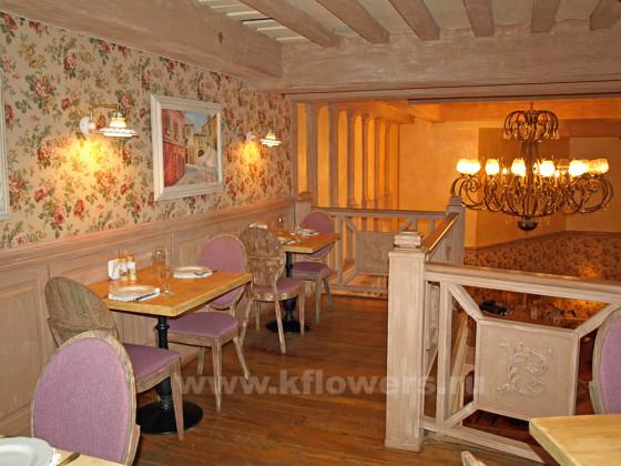Столики на двоих во II этаже для романтических и дружеских встреч