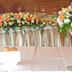 Оформление свадьбы цветами с бело-розовым колоритом в ресторане Оджахури