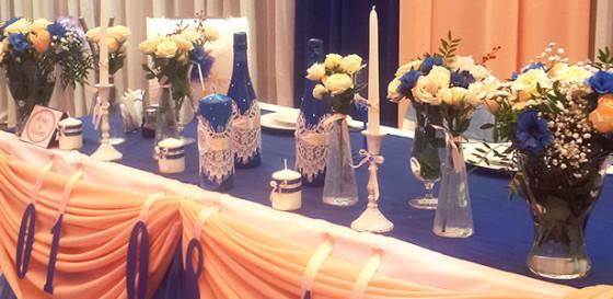 Оформление свадебного зала в персиково-синей гамме