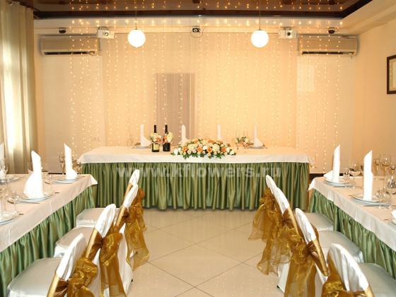 Оформление свадебного зала в клубе Персона Грата - фото декора в осенней палитре